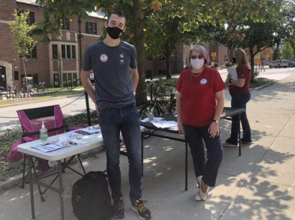 Karen Kedrowski, Catt Center director, and Zach Johnson, president of Vote Everywhere, help students to register to vote on National Voter Registration Day. Photo by Katherine Kealey.